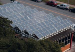 Placas fotovoltaicas instaladas em edifício da SAS-USP